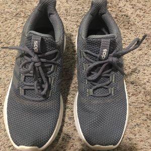 Men's size 9 1/2 Adidas cloudfoam running shoe